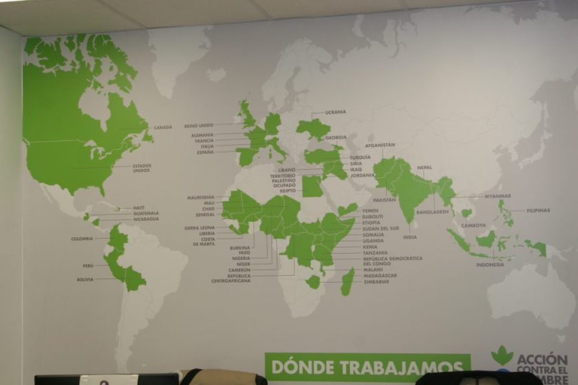 Acción contra el hambre presta ayuda cada año a más de 15 millones de personas por todo el mundo. Tan sólo en esta Delegación se va a atender a 650 personas cada año, a través de 3 diferentes programas para mejorar la empleabilidad y el emprendimiento: Vives Emplea, Vivies Emprende y Vives Aprende.