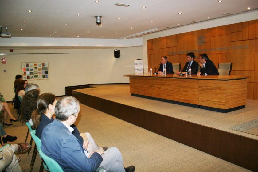 En la inauguración de la Jornada dedicada a BIM estuvo presente Felipe Castro, gerente de Emvisesa, así como el presidente del colegio de Aparejadores, Francisco Gomez Ramallo, y el presidente del Colegio de Administradores de Fincas, José Feria Moro.