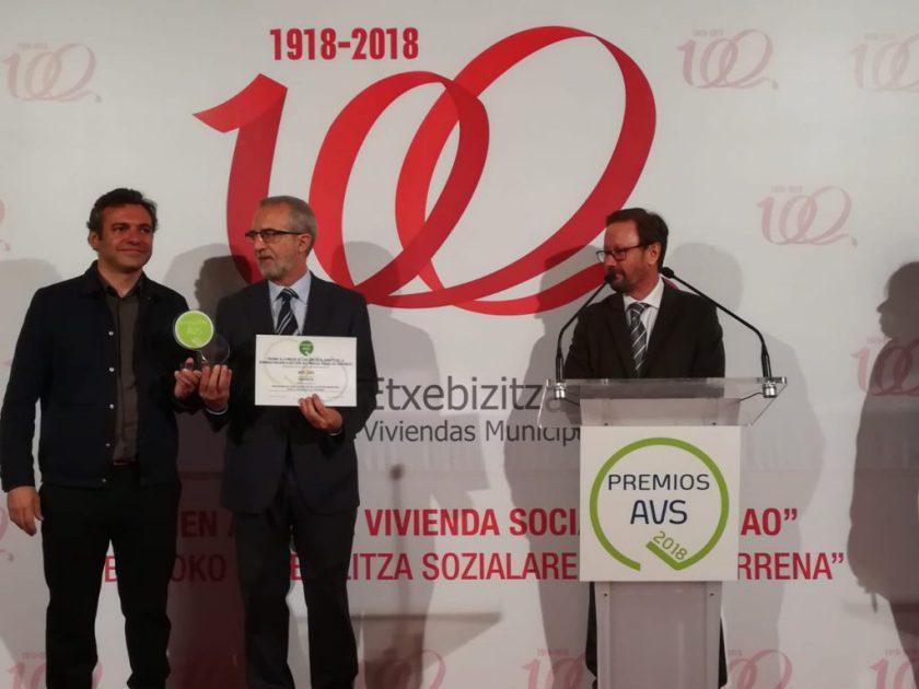 """Emvisesa, a través de la OMDV, ha recibido recientemente el """"Premio a la mejor actuación en el ámbito de la administración y gestión del parque social de viviendas"""" de la AVS."""