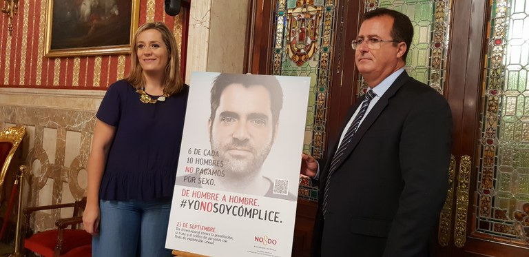 Myriam Díaz, delegada de Igualdad, Juventud y Relaciones con la Comunidad Universitaria, y Juan Carlos Cabrera, delegado de Movilidad, Seguridad y Fiestas Mayores del Ayuntamiento de Sevilla.