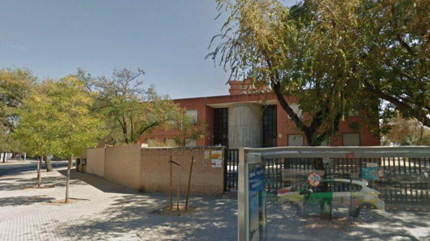 Sede del distrito Cerro-Amate entre las avenidas San Juan de la Cruz y Juan XXIII.