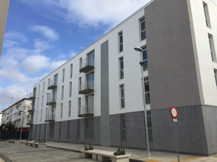 """Son ya dos los edificios derribados y vueltos a construir como parte del Plan Integral de Renovación de """"Los Pajaritos""""."""