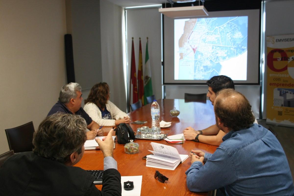 El Plan Municipal de Vivienda de Sevilla (PMVS) se presenta a los sindicatos UGT y Comisiones Obreras