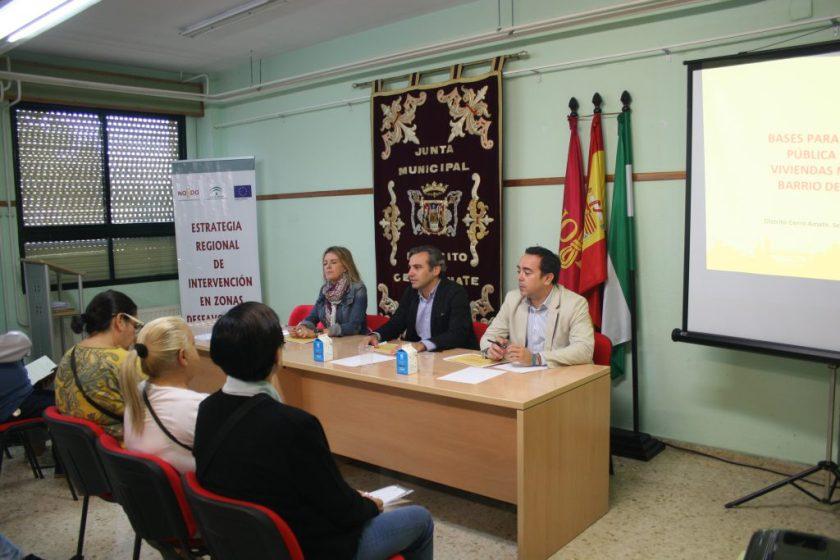 María Llamas, directora del distrito Cerro-Amate; Felipe Castro, gerente de Emvisesa; y Pedro González-Quevedo, coordinador del Área de Gestión de Emvisesa.