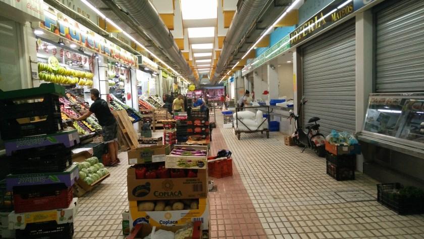 Interior del mercado de abastos de El Tiro de Línea.