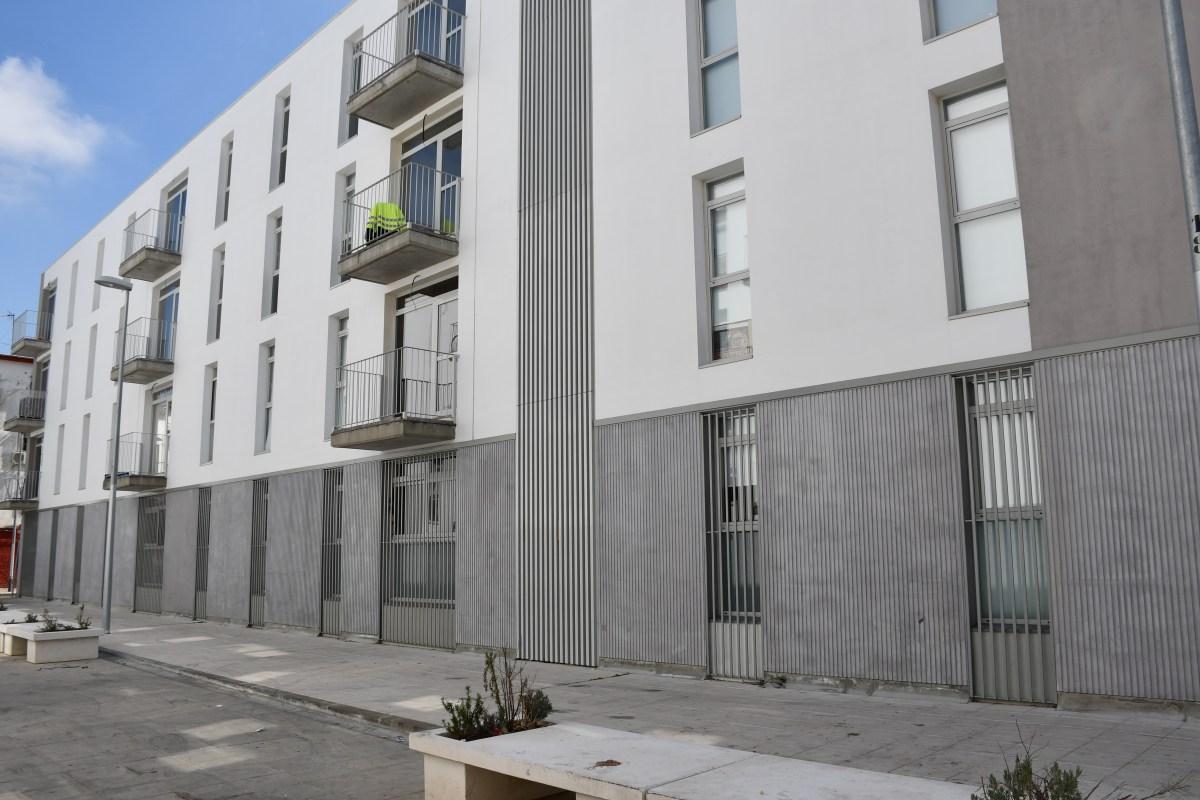 Nuevo edificio construido por Urbanismo y gestionado por Emvisesa en la barriada de Los Pajaritos.