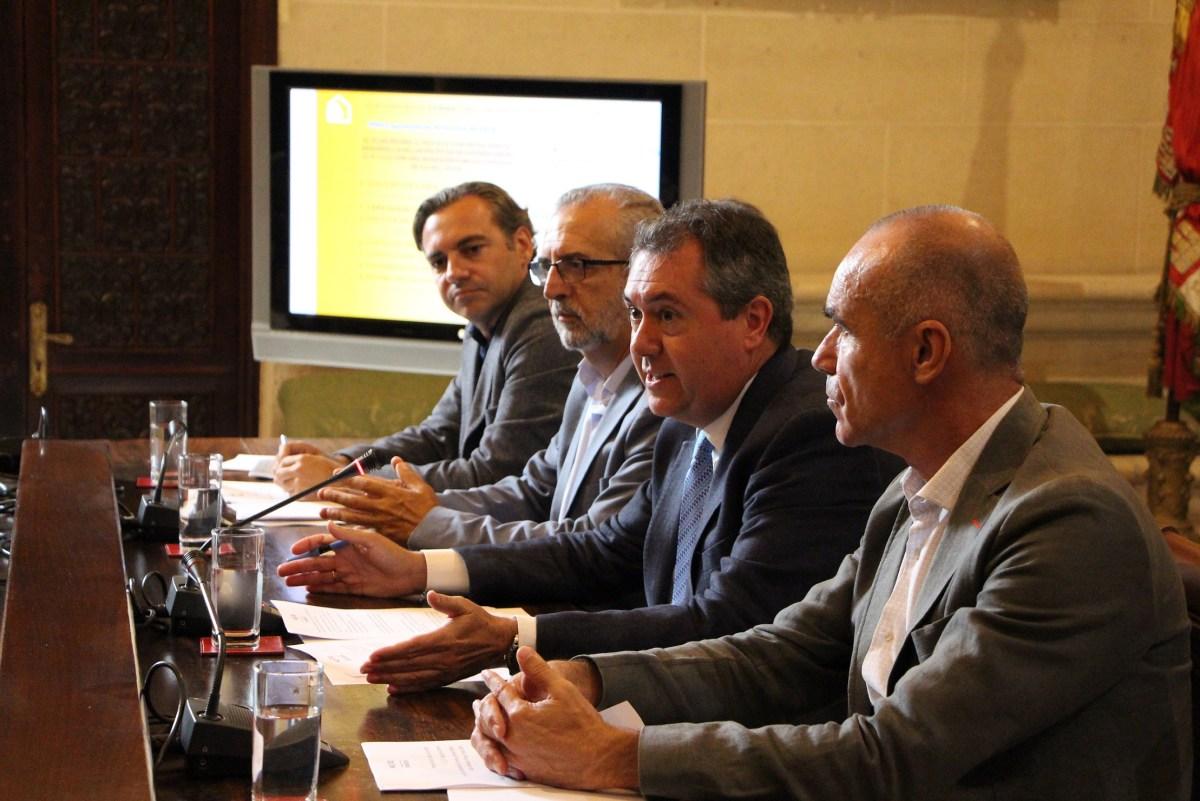 El Ayuntamiento cierra, a través de Emvisesa, un acuerdo con el Banco Europeo de Inversiones y ultima otro con el ICO para financiar con hasta 80 millones de euros la promoción de 562 VPO en alquiler incluidas en el Plan Municipal de Vivienda de Sevilla