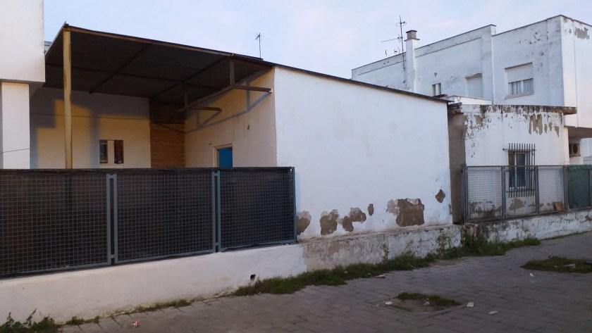 Aspecto de la vivienda antes de proceder a la demolición de la ampliación ilegal. Los Carteros.