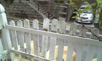 フェンスに新しい桟を入れる