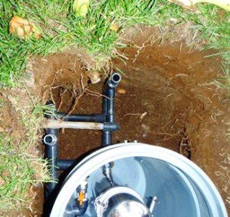 出水配管側