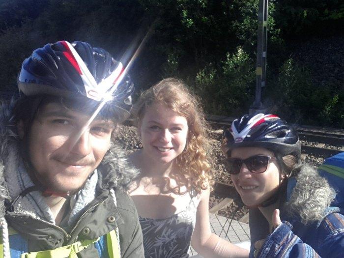 Avec Elvira, notre hôte à Stockholm, qui roule actuellement en Asie Centrale : son blog ! (source : En Echappée)