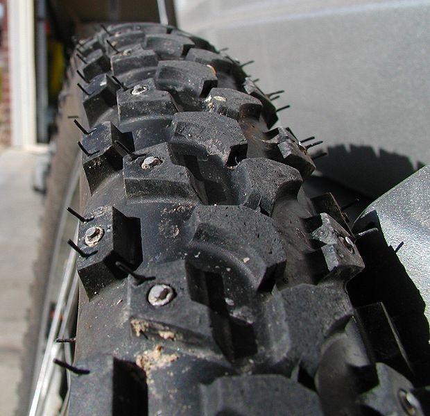 pneus de vélo cloutés