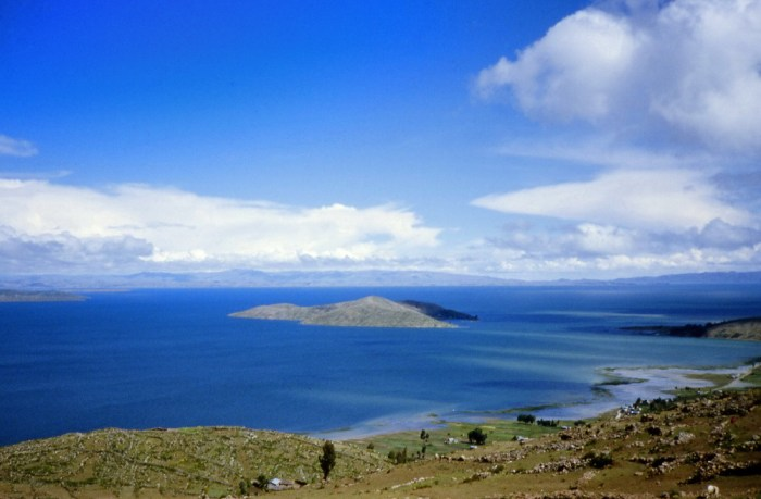 Une vue sur le lac Titicaca