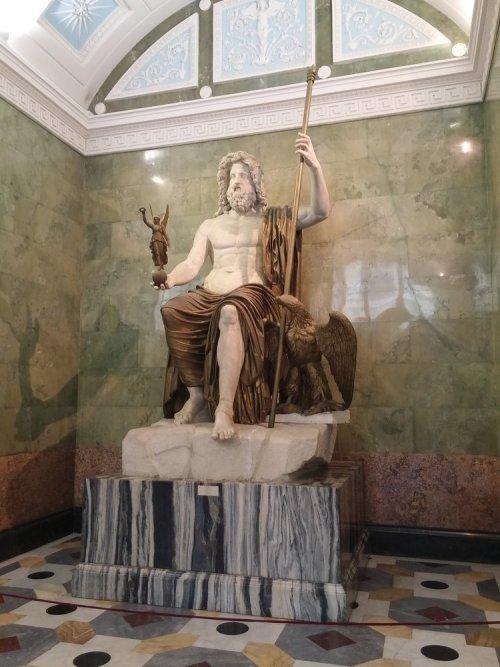 Statue de Zeus assis, musée de l'Ermitage