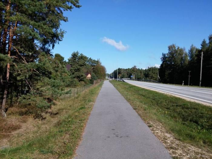 Piste cyclable double séparée en Lettonie sur l'Eurovelo 13