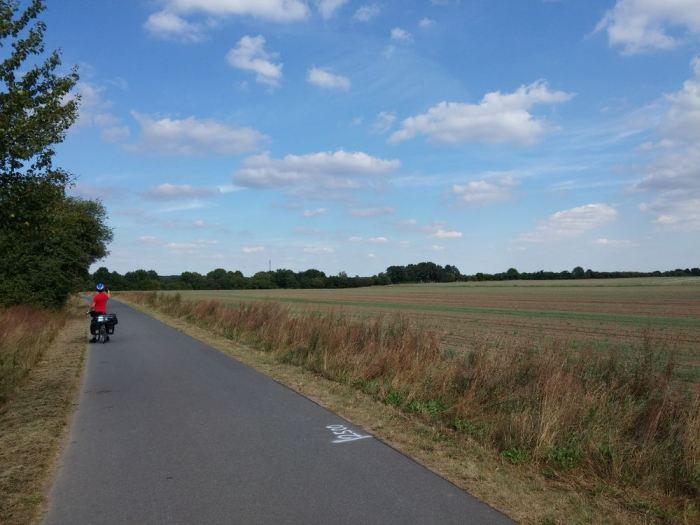 Voie verte dans les champs, vélo en Allemagne