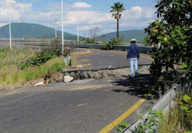 Socavón incomunica a Puebla con la Autopista Siglo XXI