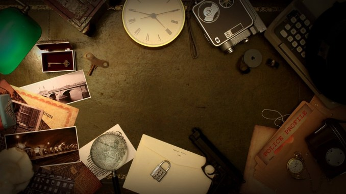 A collection of items that would be used in escape room games laid out on the table. From a clock, typewriter, lock, photos, keys, and police file.