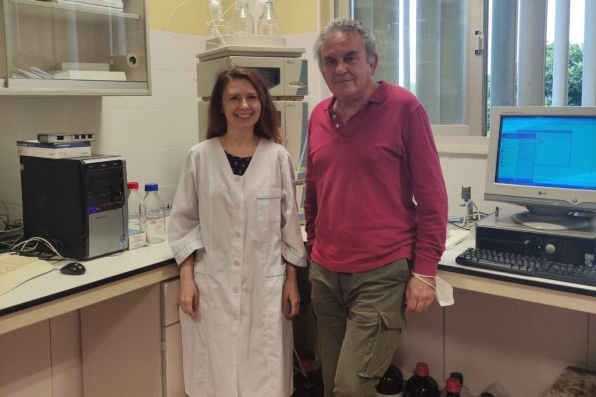Svetlana Lyashenko y José Luis Guil Guerrero, coautores del artículo, en el laboratorio de Tecnología de Alimentos de la Universidad de Almería.