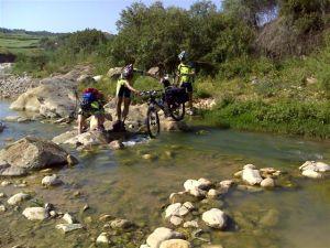 Cruzando el rio Campanillas