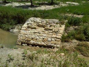 Puente romano sobre el arroyo Fontalba