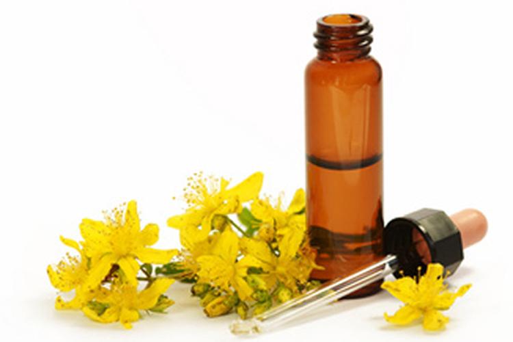 Resultado de imagen de foto del aceite esencial de la hierba de san juan