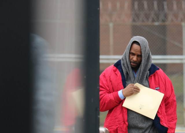 Singer R. Kelly is pictured after being freed from Cook County jail in Chicago, Illinois after paying child support following a previous detention on sex abuse charges.