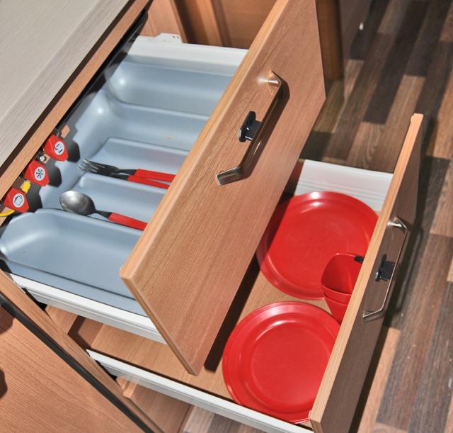 Los cajones de la cocina son amplios y funcionales