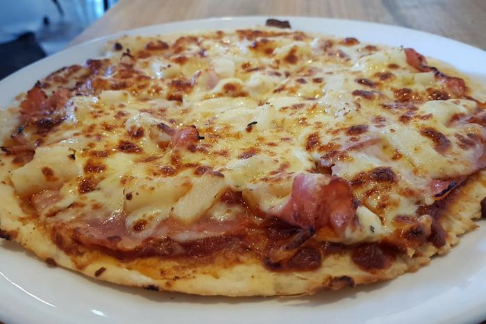 Koukla Daylesford Ham & Pineapple Pizza