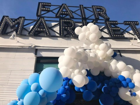 Balloon arch at the venue entrance for Global Meetings Industry Day 2019