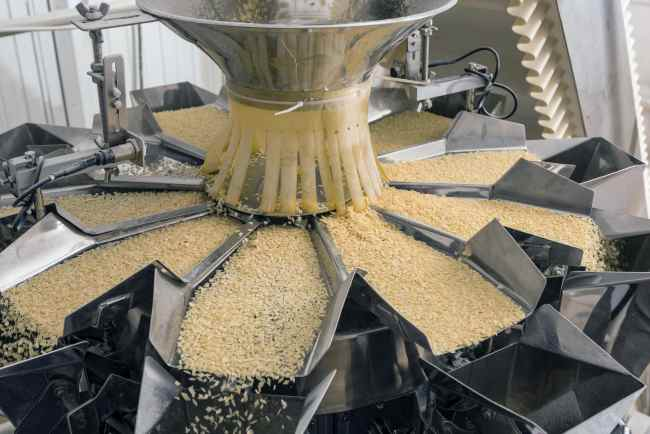 an image of food and beverage manufacturing controlled by erp systems