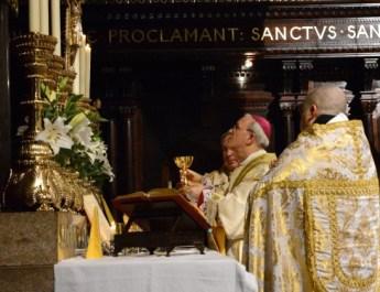 Bishop_Athanasius_Schneider_TFP_Pontifical_High_Mass_Elevation