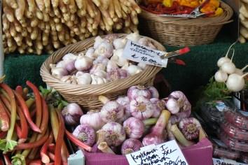 Knoblauch am Marktstand