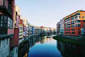 1. Walk across the Eiffel Bridge Girona's jewel is the Eiffel bridge, which although it was designed by the same Gustave Eiffel as Paris' Eiffel Tower, with a similar aesthetic, is understated just like the rest of the city. TripAdvisor seems to bash it for its humble appearance, but I loved the Eiffel Bridge's simplicity. As you walk across, make sure you get a quintessential photo looking at the colorful houses along the river Onyar through the bridge's steel work!