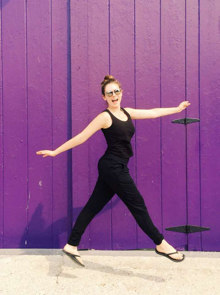 Travelers, meet the best travel pants ever. These chic pants are ethical and sustainable, and amazingly versatile. Read why you need these travel pants! #travelfashion #travelpants #travel #encircled #encircledcanada #besttravelpants #besttravelpantsforwomen