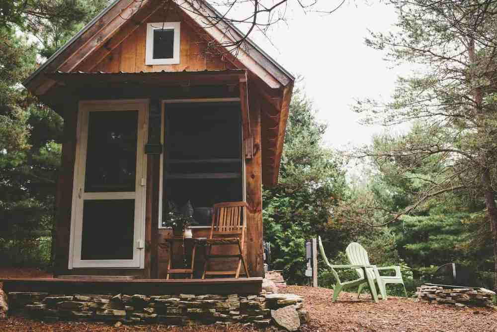 19 tiny houses in Michigan you can stay in on your next getaway. Tiny House | Tiny Houses | Michigan | USA | United States of America | Travel Destinations | Cabin | Cottage | Up North | Vacation | Bucket List | Budget | Off the Beaten Path | Local Guide | Wanderlust #travel #honeymoon #vacation #backpacking #budgettravel #offthebeatenpath #bucketlist #wanderlust #Michigan #USA #America #UnitedStates #exploreMichigan #visitMichigan #seeMichigan #discoverMichigan #TravelMichigan #tinyhouse #tinyhouses #cabin #cottage