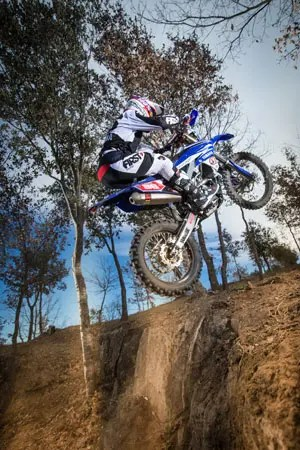 2016_Enduro2_Outsiders_Official_WR450F_Guerrero_Action_4