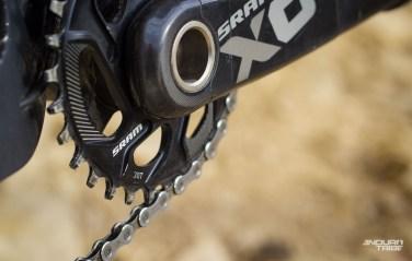 Tient, 30 dents : ça devient une habitude pour ces vélos sensés monter autant que ce qu'ils descendent, sur terrain escarpé de préférence...