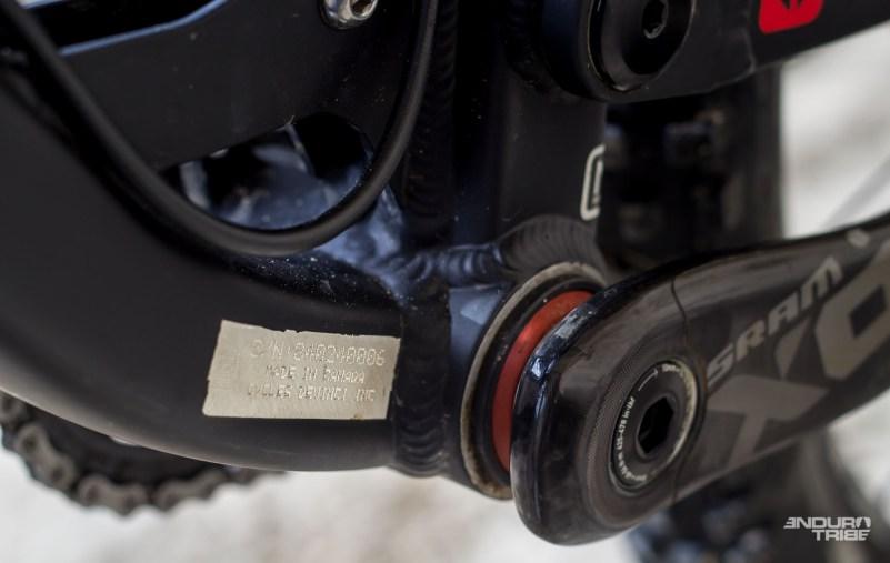 L'ensemble des détails, ponctués de soudures régulières et généreuses, est estampillé Cycles Devinci Inc, Made in Canada !