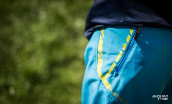 ba2cac1367 Le short aux poches qui ferment est un sérieux atout. À ce sujet, mieux