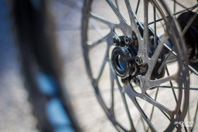 Elle propose donc d'utiliser le standard boost pour le montage des roues. Entraxe de 110mm et large surface d'appuis pour assurer la rigidité de l'ensemble.