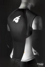 Logique similaire entre les vestes de protection. La Bluegrass Armor Lite se veut la plus simple, fine et abordable, sans plastron.