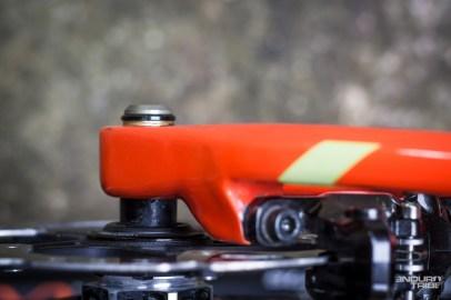 D'origine, la roue arrière est livrée montée avec un axe traversant à clé. Outil indispensable pour démonter la roue en cas de besoin ?