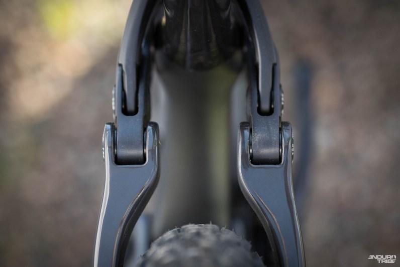 Quelque soit la version, alu ou carbone, le triangle arrière se passe du pontet entre les haubans. Un choix technique, on l'a vu sur le stump', qui permet le montage de gros pneus et ouvre les portes de l'intercompatibilité.