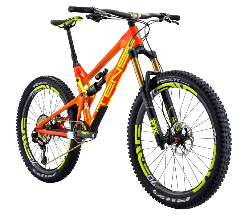 Intense Tracer Factory - Cadre SL - 12,3kg - 11 998€ - Suspensions Fox Float Factory, roues Enve, transmission Sram Eagle X01, freins Shimano XTR, poste de pilotage Renthal carbone.