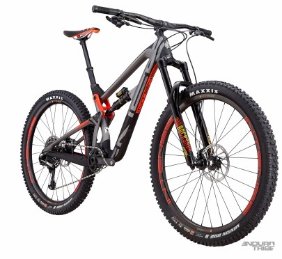 Intense Carbine Elite Build - 7998€ - Poste de pilotage Intense Recon, cintre carbone - Roues Intense Recon à jante carbone - Transmission Sram XO1 Eagle - Freins Sram Guide RSC.