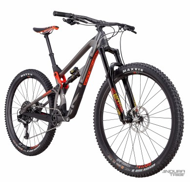 Intense Carbine Pro Build - 7498€ - Poste de pilotage Intense Recon, cintre carbone - Roues DT Swiss M1700 - Transmission Sram XO1 Eagle - Freins Sram Guide RS.