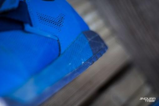 Pour l'esthétisme, le garnissage est visuellement épais, pour s'imposer entre la semelle et la tige de la chaussure.
