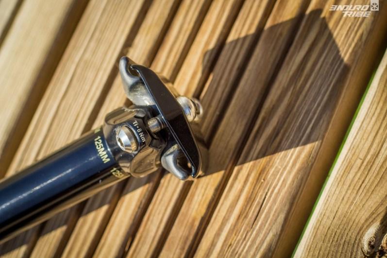 Autre matériau exotique, les vis du chariot de selle font appel au titane, quelques grammes plus léger que l'acier habituel.
