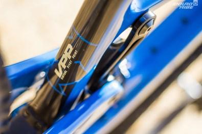 Puis dans l'usage de la fameuse évolution de la cinématique VPP dont le marquage trône en bonne place sur le vélo.